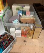 Contents to tray - assorted costume jewellery,