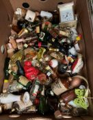 Contents to tray - large quantity of miniature spirits and liquers - some part full and some