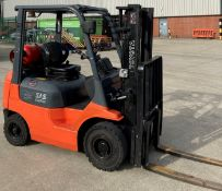 TOYOTA 1.5 tonne gas forklift truck - side shift - orange/grey.