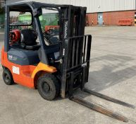 TOYOTA 1.5 tonne gas forklift truck model no: 42-7FGF15 - side shift - orange/grey.