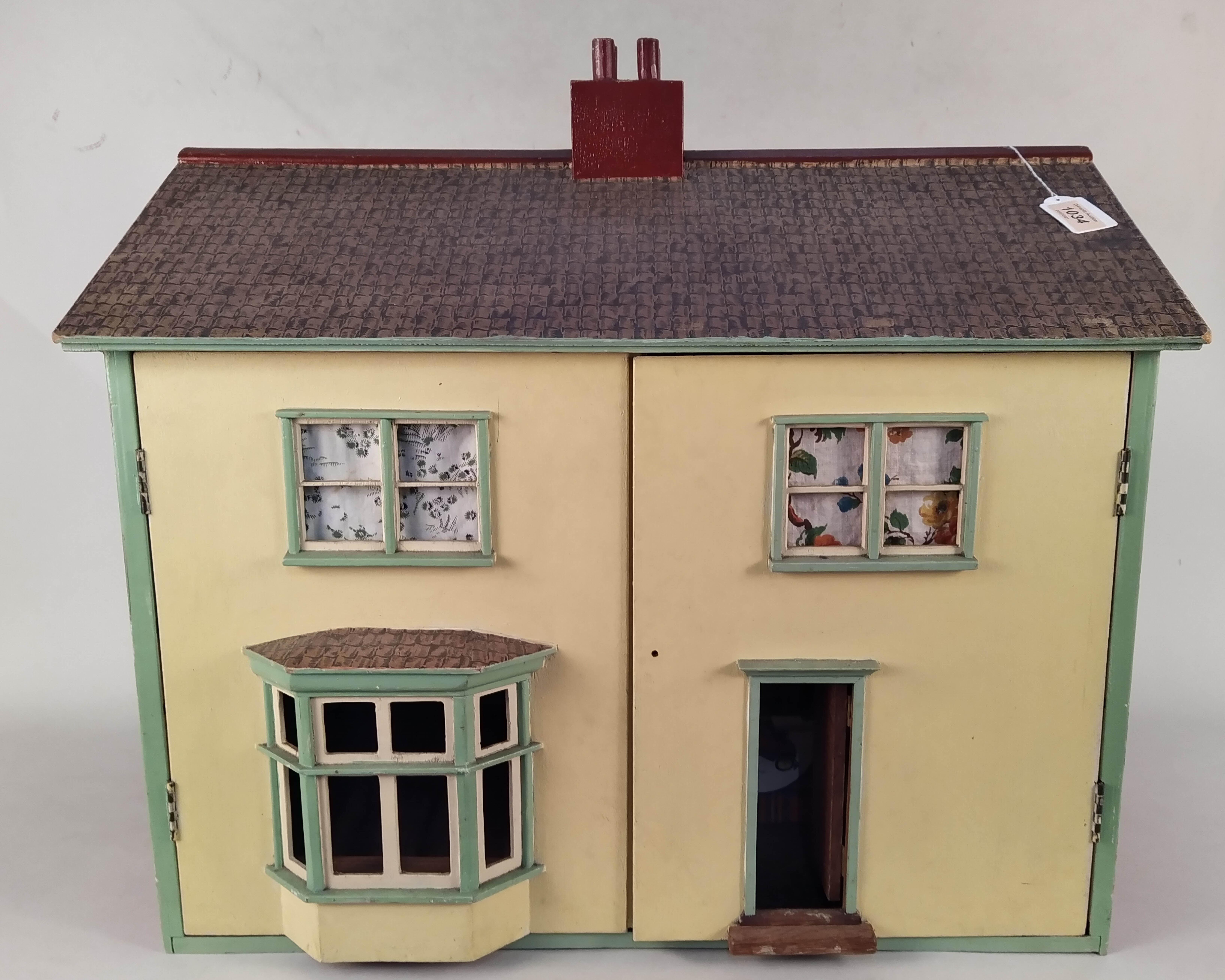 A vintage dolls house plus a tub of dolls house furniture,
