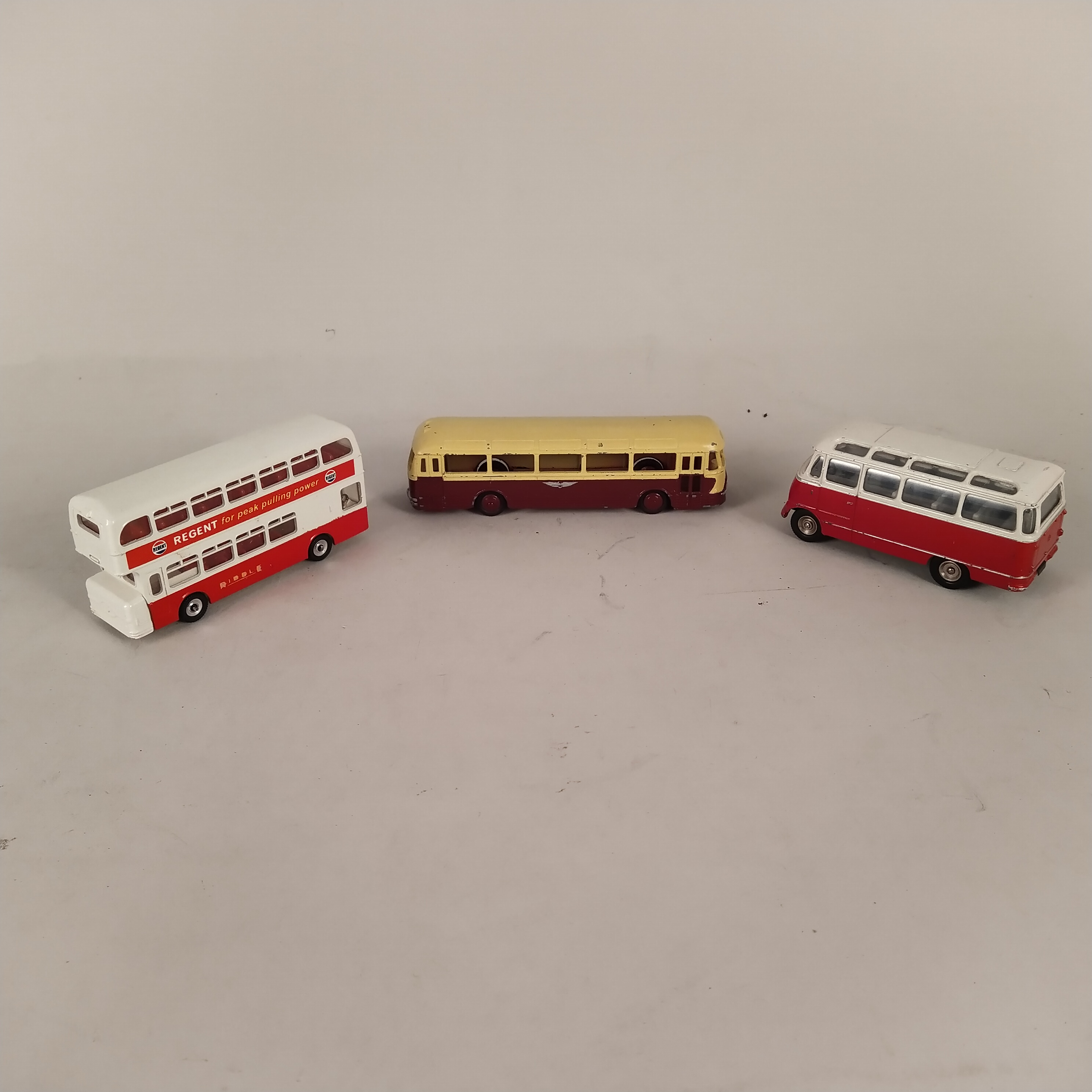 Six vintage Dinky buses and coaches (playworn condition) - Image 2 of 3
