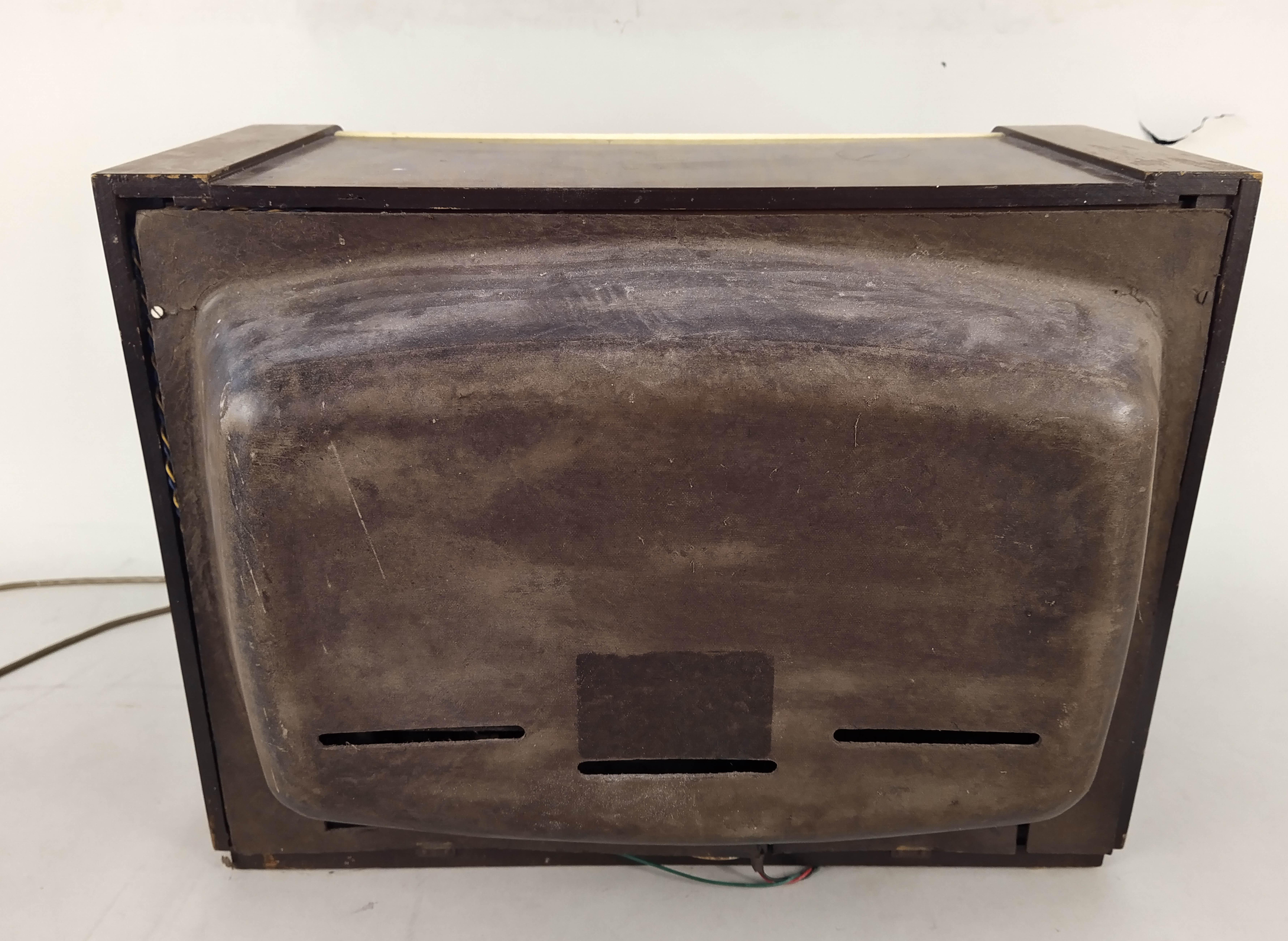 A large vintage 'Regentone' transistor radio - Image 3 of 3