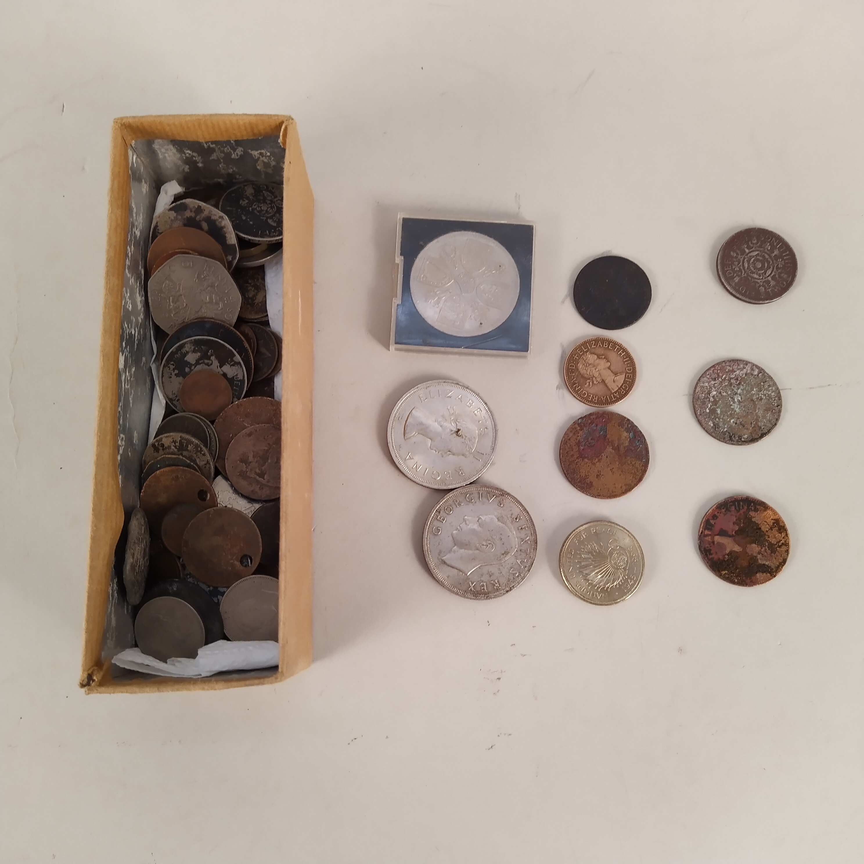 A small collection of vintage coins, - Image 3 of 3