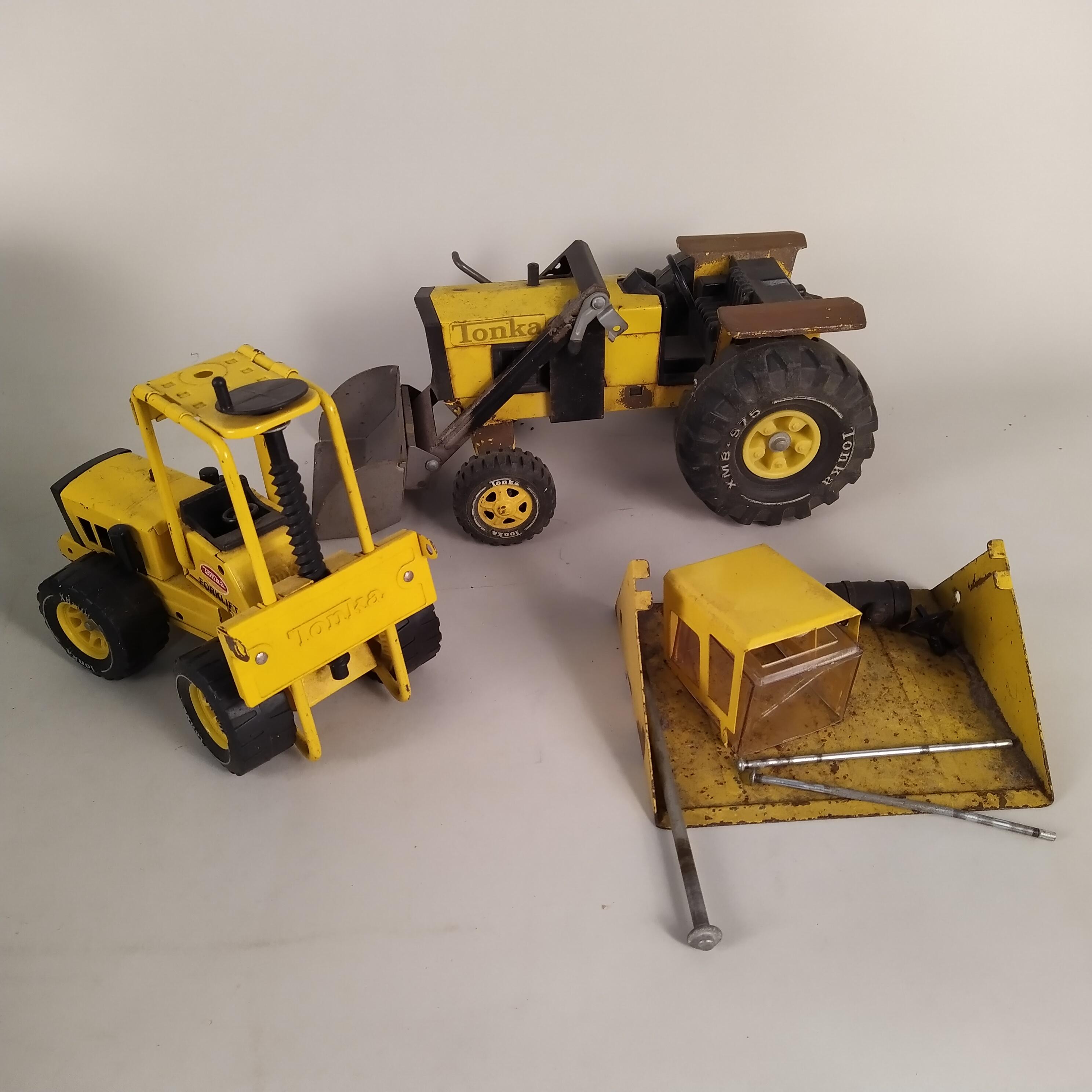 A mixed box of Tonka vehicles and parts (playworn)