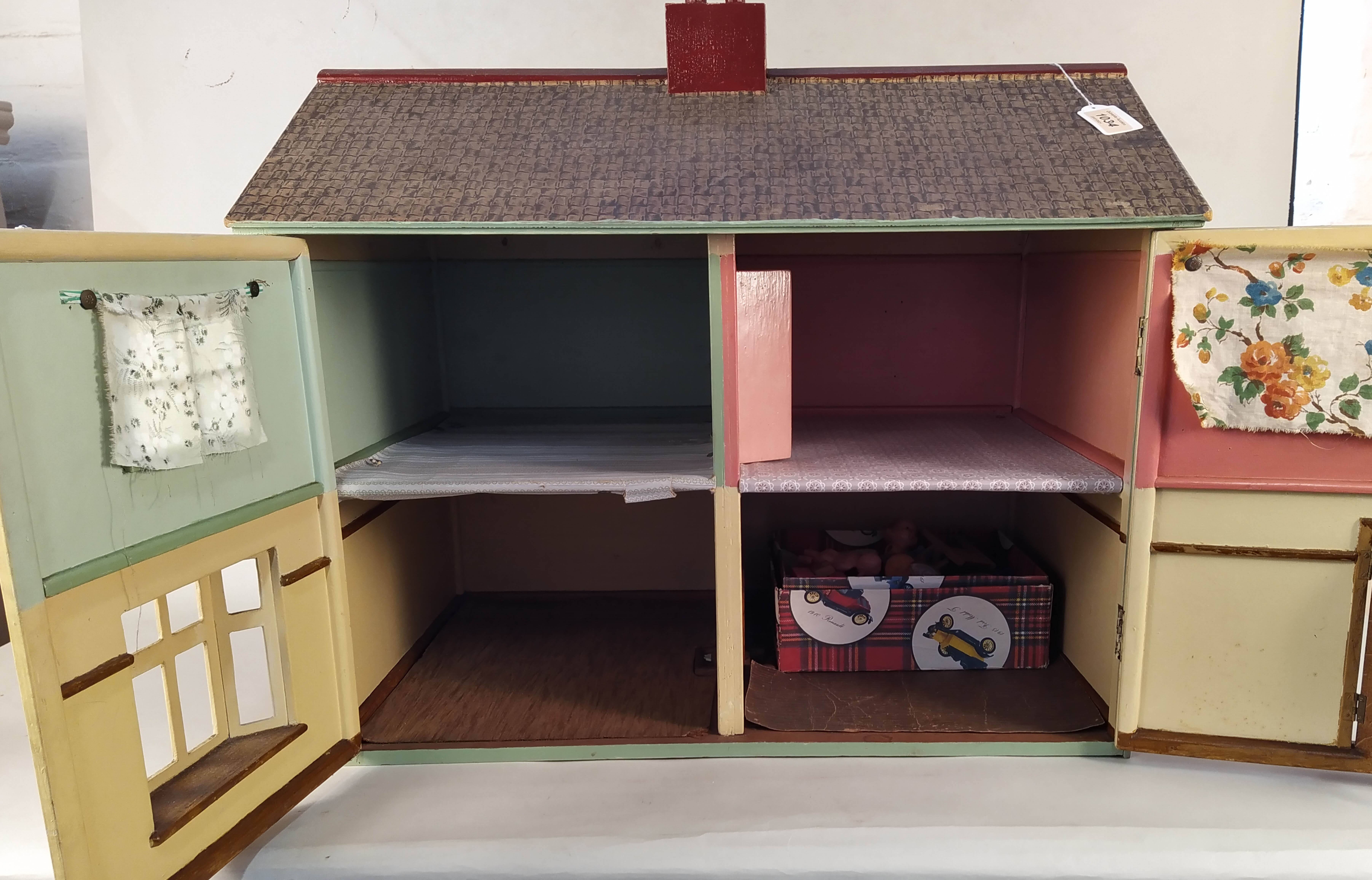 A vintage dolls house plus a tub of dolls house furniture, - Image 2 of 3