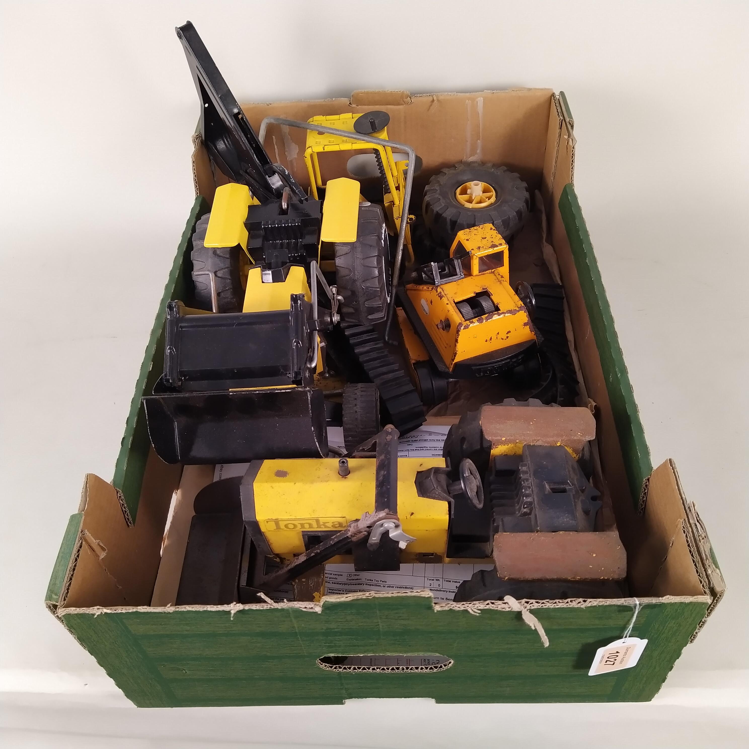 A mixed box of Tonka vehicles and parts (playworn) - Image 3 of 3