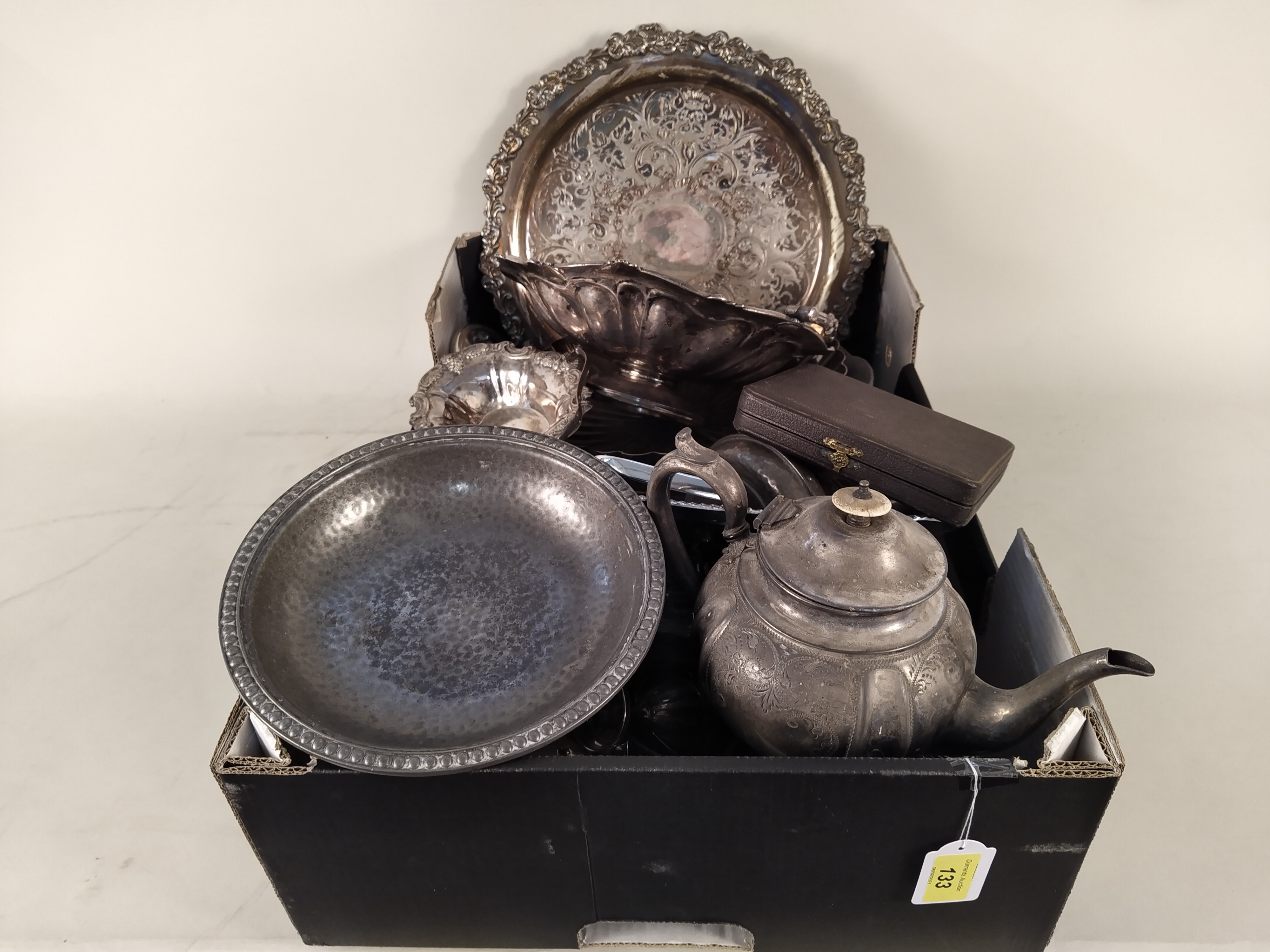 A mixed selection of silver plate and pewter wares - Image 2 of 3