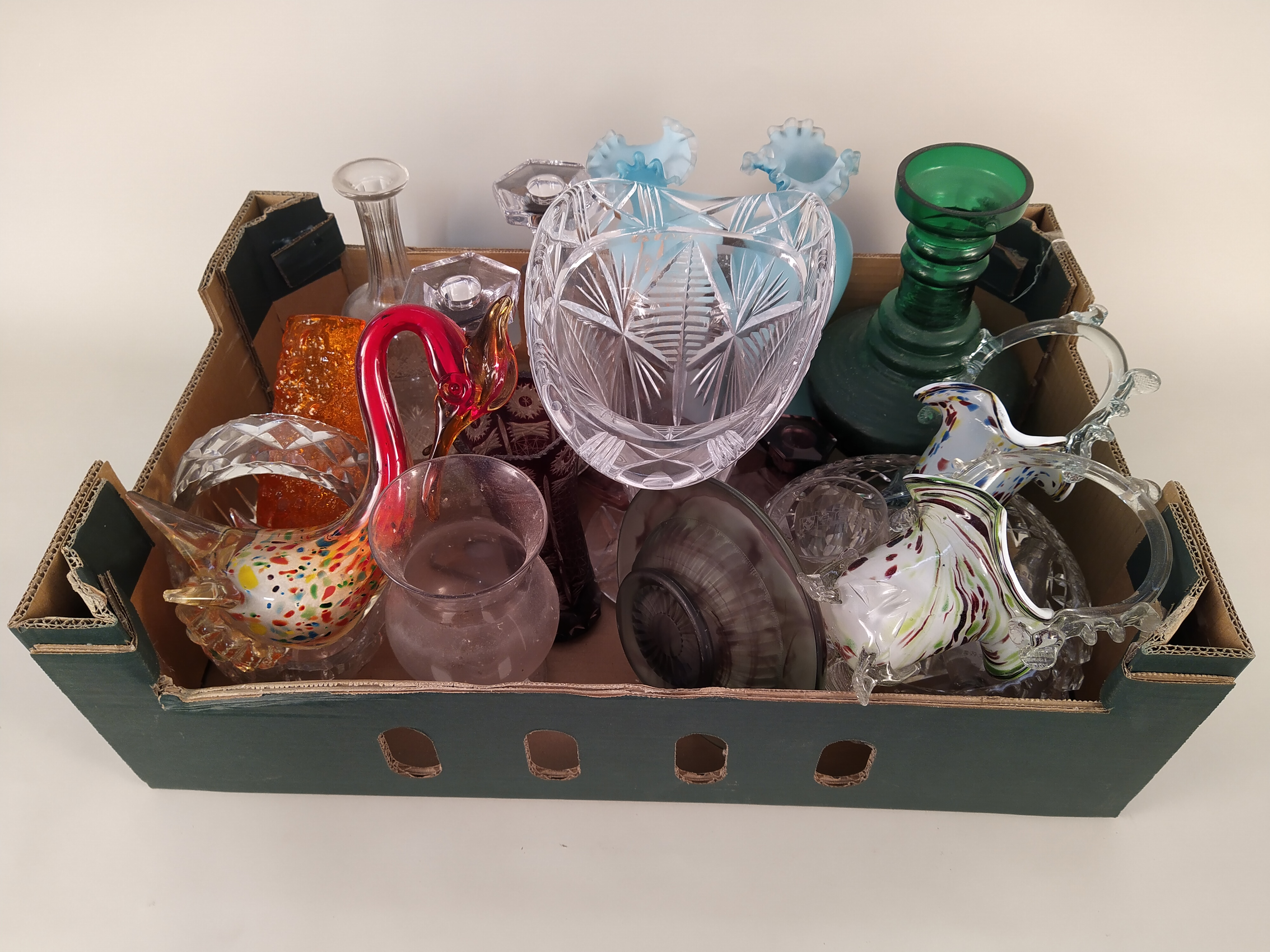 A selection of glassware including a large vase, coloured glass, - Image 3 of 3