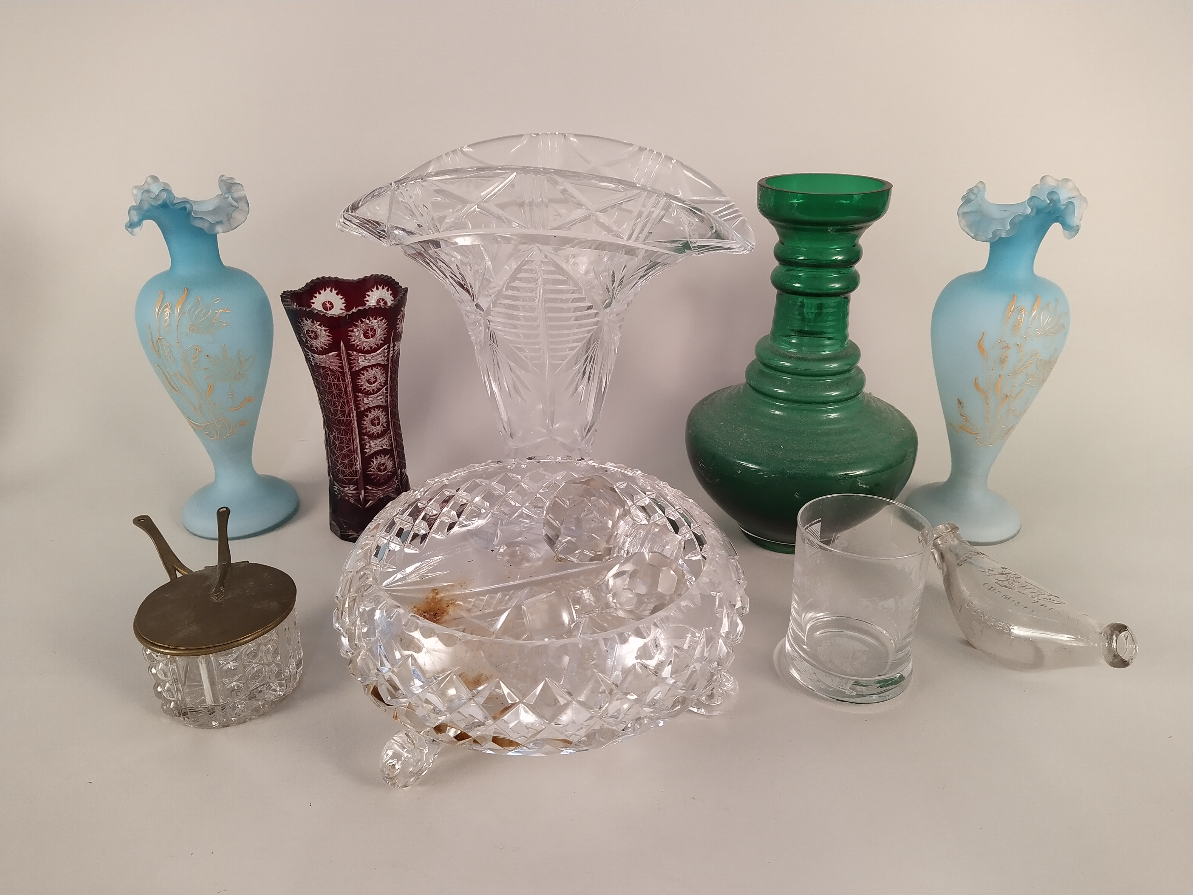 A selection of glassware including a large vase, coloured glass, - Image 2 of 3