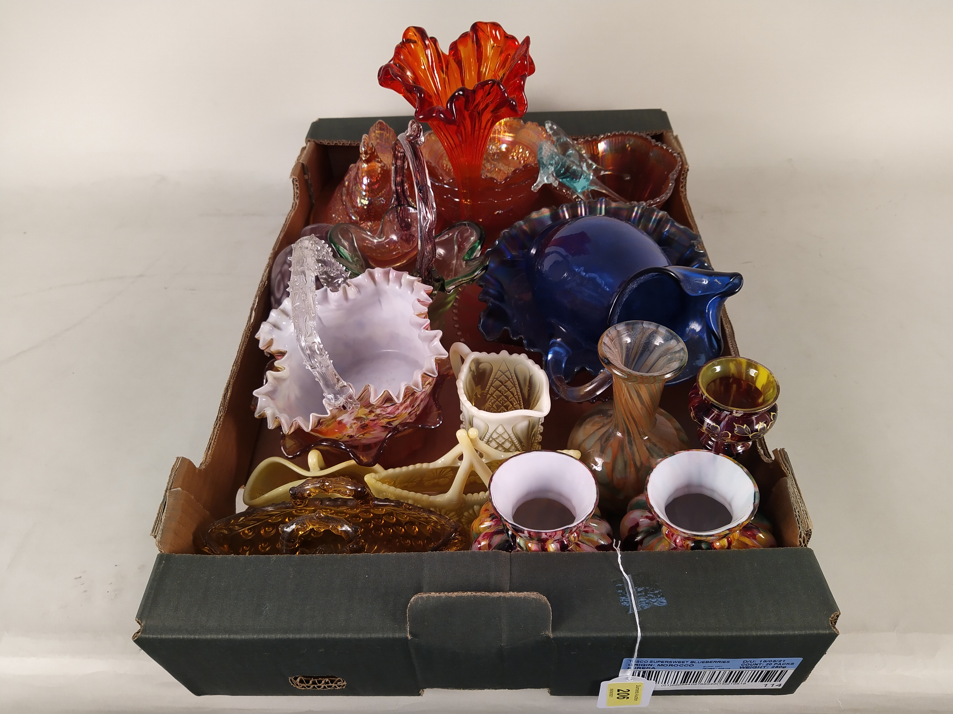 Mixed coloured glass including Carnival - Image 3 of 3