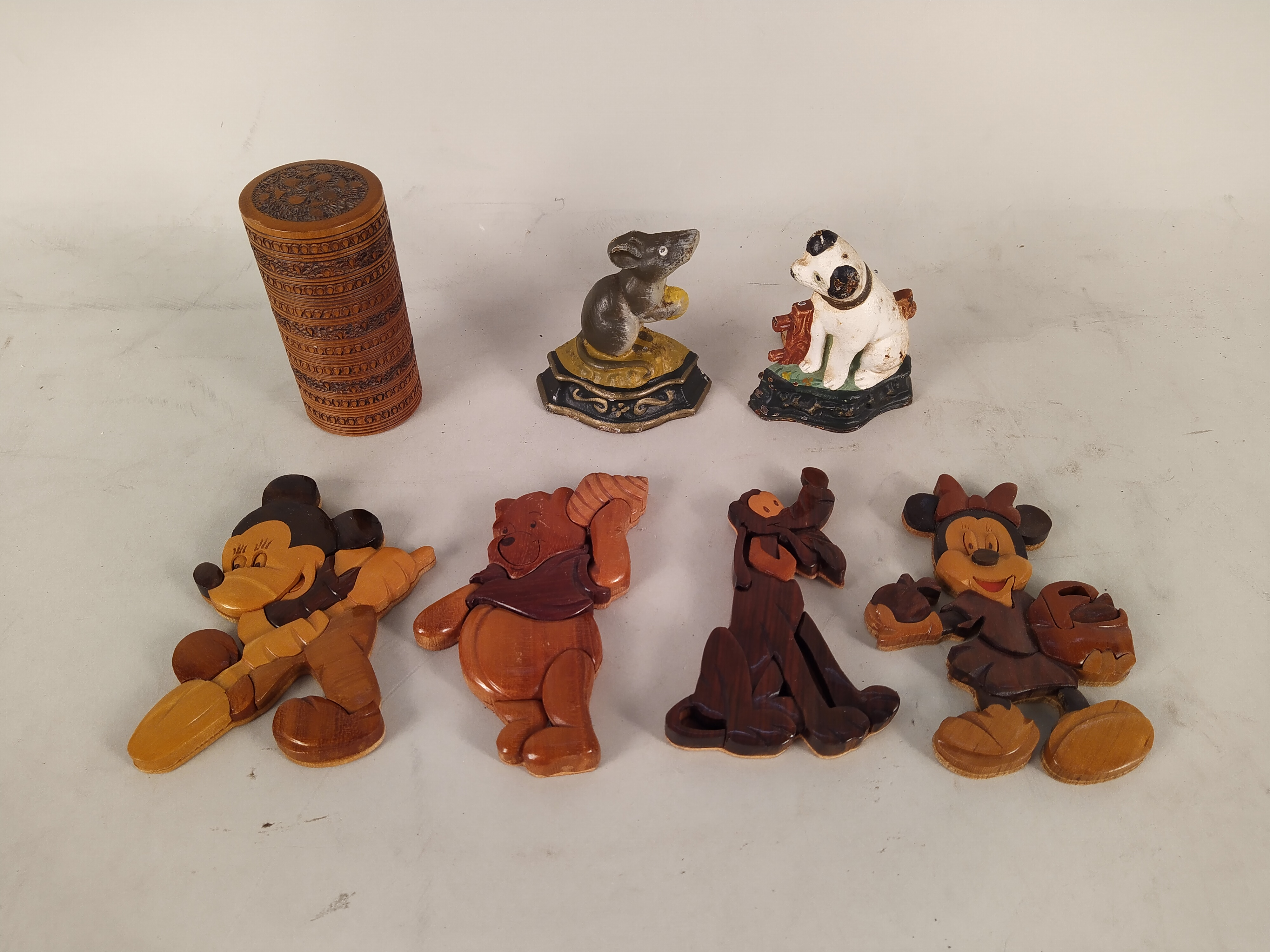 A selection of inlaid and carved wood wares plus two small metal animal door wedges - Image 2 of 3