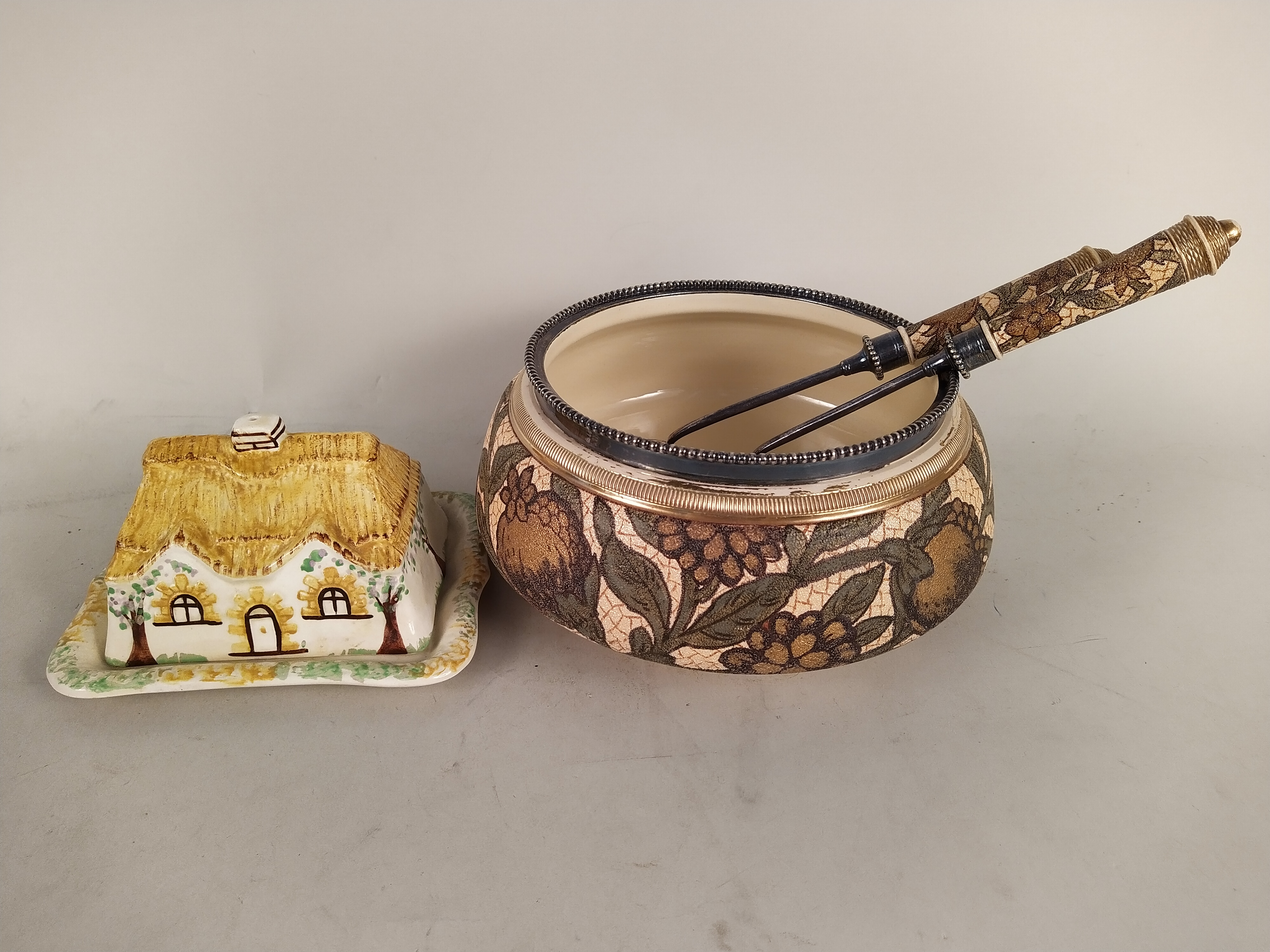 A Doulton style salad dish with matching servers, a Carlton ware lidded sugar, - Image 3 of 3