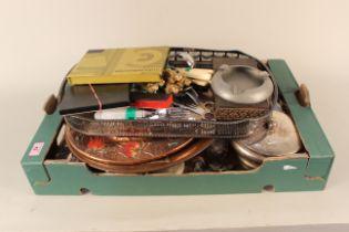 A box of mixed metal wares