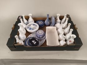 A mixed lot of Wedgwood bud vases,