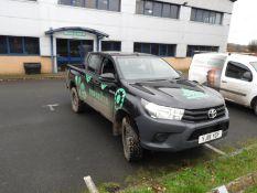 *Toyota Hilux Reg: YJ19 YGF