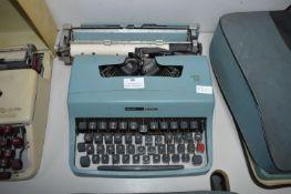 Olivetti Lettera 32 Manual Typewriter