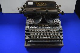 Royal Standard Typewriter by the Royal Typewriter Company New York, USA