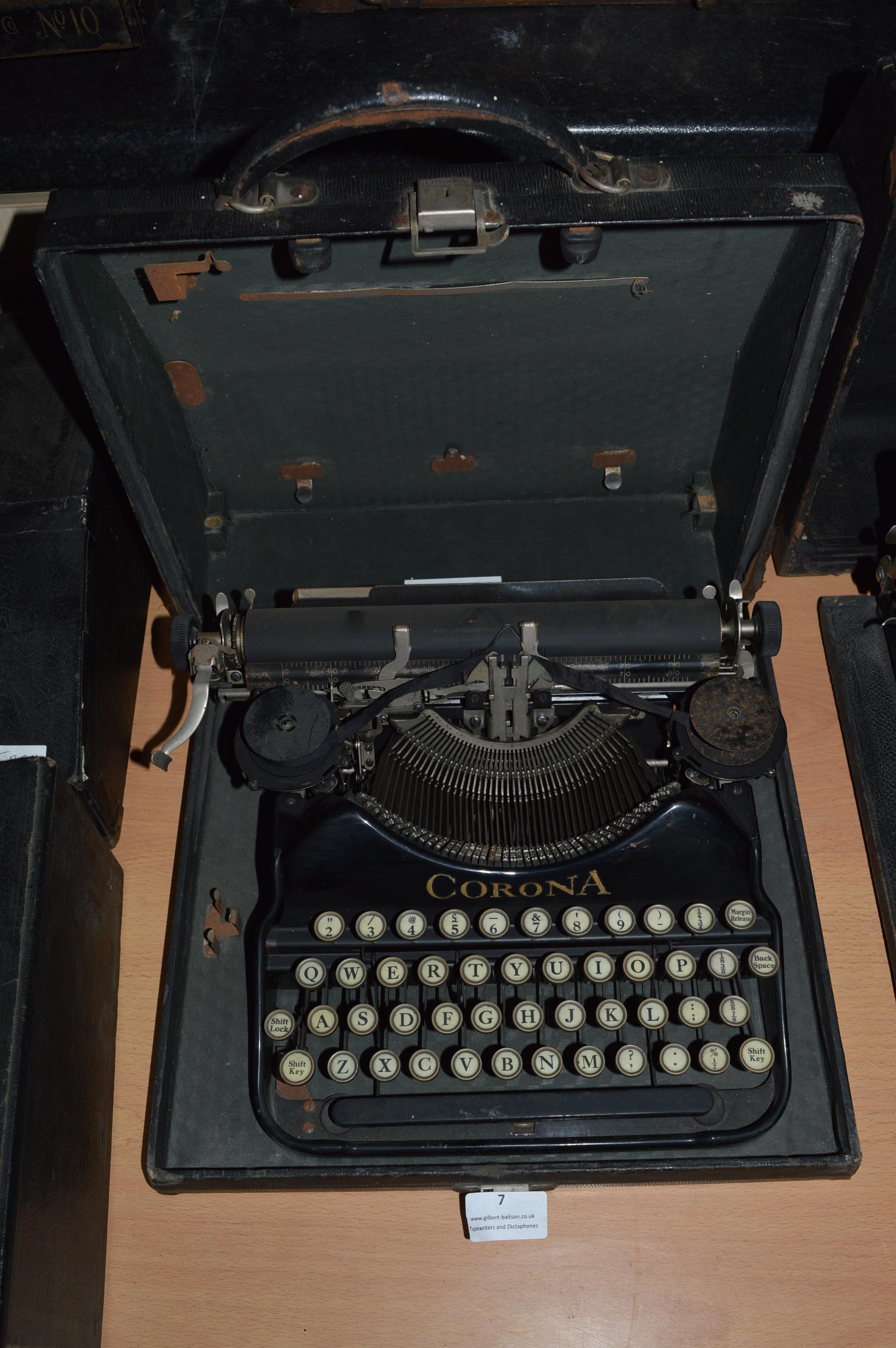 Corona Portable Typewriter with Original Carry Case - Image 2 of 2