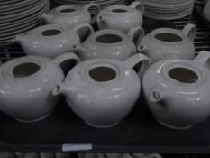 *18 x white tea pots (no lids)