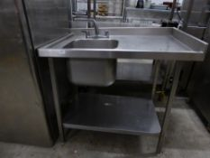*single bowl sink with right hand drainer and taps