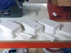 * 3 x white plastic scoops
