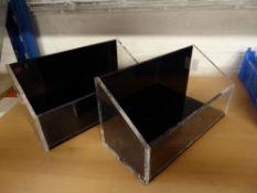 * 2 x acrylic tubs