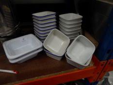 * 22x assorted ceramic 'pie' dishes