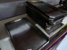 * 15+ x baking trays
