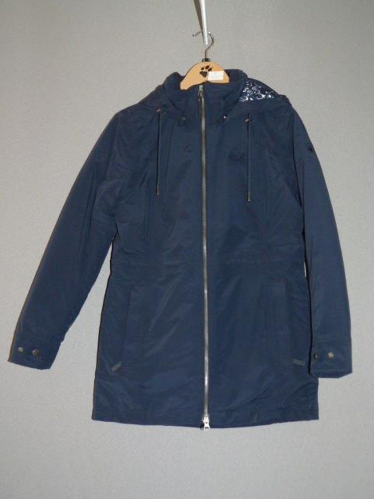 8272 - Stock of Outdoor Clothing Establishment 'Mountain Paw Prints Ltd'