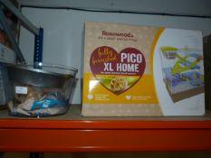 *Pico XL Small Animal Home and a Quantity of Seash