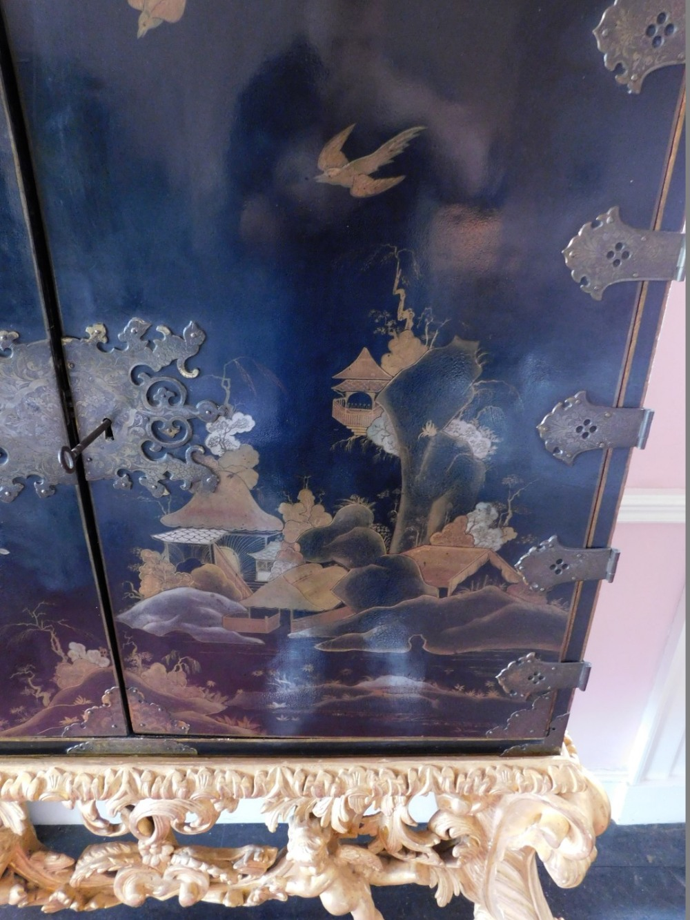 A late 17th/early 18thC Japanned cabinet, decorated in gilt and silver with flowers, buildings, etc. - Image 2 of 8