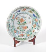 An 18thC Chinese porcelain saucer dish, decorated in famille verte colours with central basket