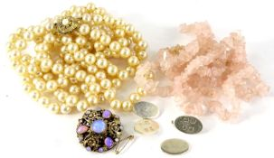 A quantity of costume jewellery, to include a rose quartz necklace, brooch with simulated opals, a