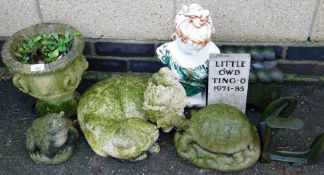 A group of garden ornaments and effects, to include cat ornament, frog, small urn planter, tortoise,