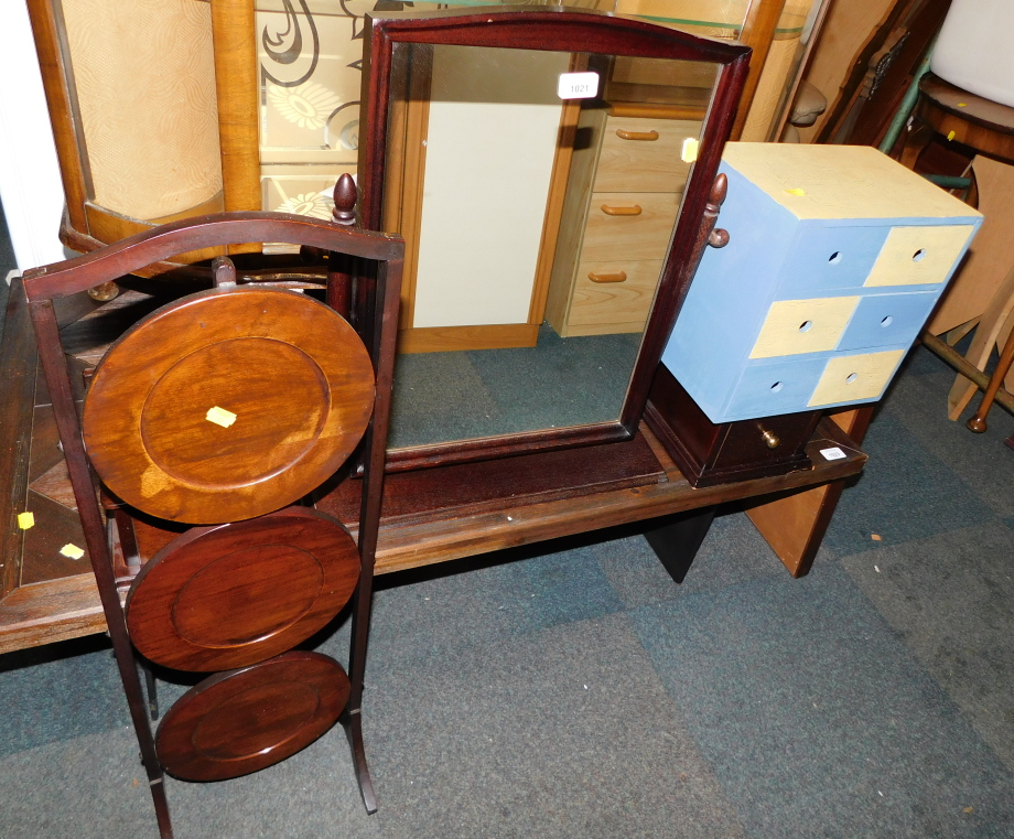 A mahogany dressing table mirror, spice chest of six drawers and a cake stand. (3)