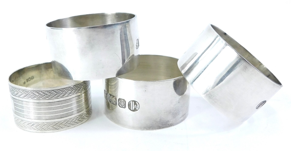 A set of three Elizabeth II silver napkin rings, each engraved with the letter L, Sheffield 1985,