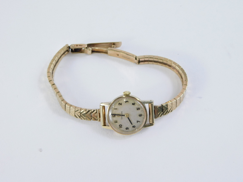 An Omega ladies wristwatch, in a 9ct gold watch head case with silvered dial, on a 9ct gold - Image 2 of 2