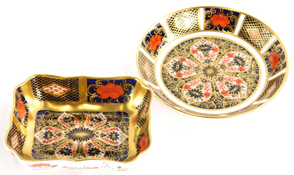 Two Royal Crown Derby porcelain pin trays, each decorated with the 1128 Imari pattern.