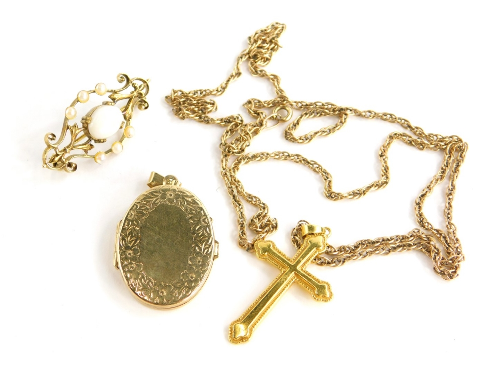 Three items of jewellery, to include a 9ct oval locket with foliate decoration, 6.1g all in, a bar