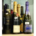 A quantity of alcohol, to include a bottle of Moet and Chandon champagne, La Vuelta Cava, White