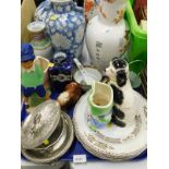 Decorative china and effects, to include a blue and white style jar and cover, various oriental