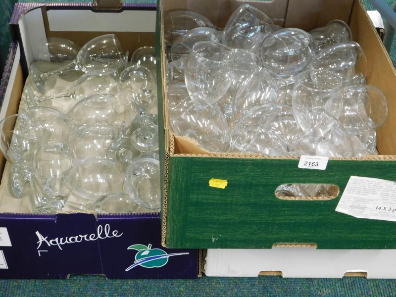 A quantity of glasses, to include wine glasses etc. (a quantity).