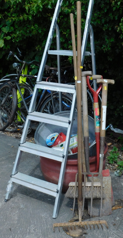 Garden tools, etc., to include a step ladder, brush, garden fork, spade, etc. (a quantity)