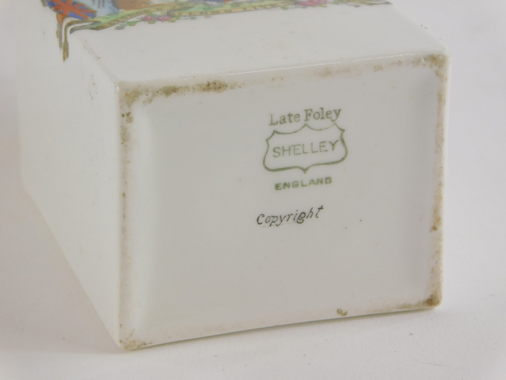 Two porcelain tea caddies and covers, to include a Spode example decorated with birds and flowers in - Image 2 of 2