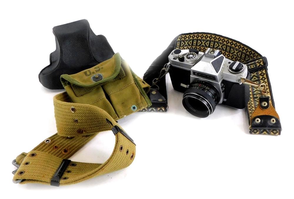 A Chinon CS camera, with lens.