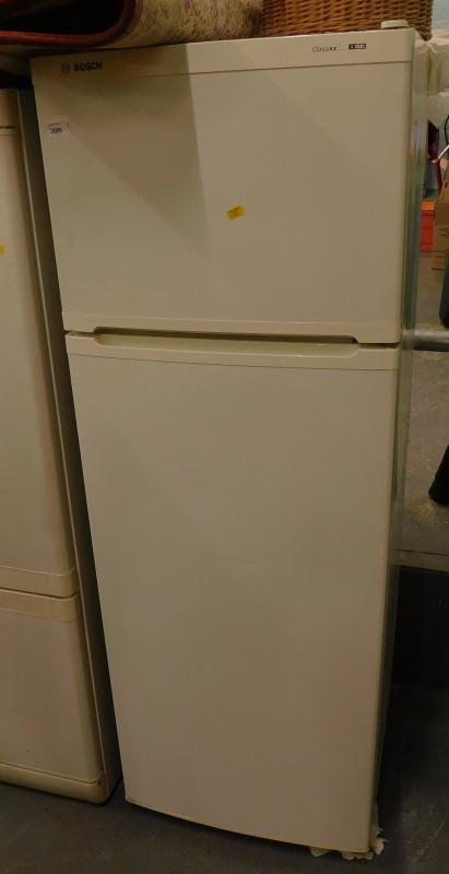A Bosch CLASSIXX fridge freezer.