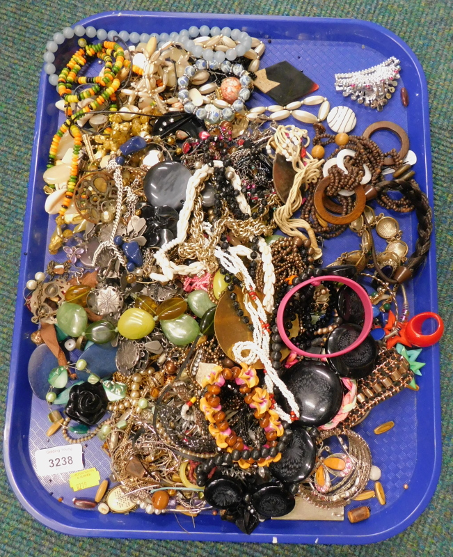 A quantity of costume jewellery, to include beaded necklaces, bracelets, etc. (a quantity)