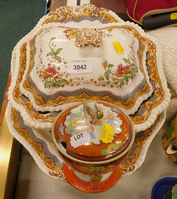 A quantity of Spode Chatsworth pattern dinner wares, to include tureen and cover, plates, serving di