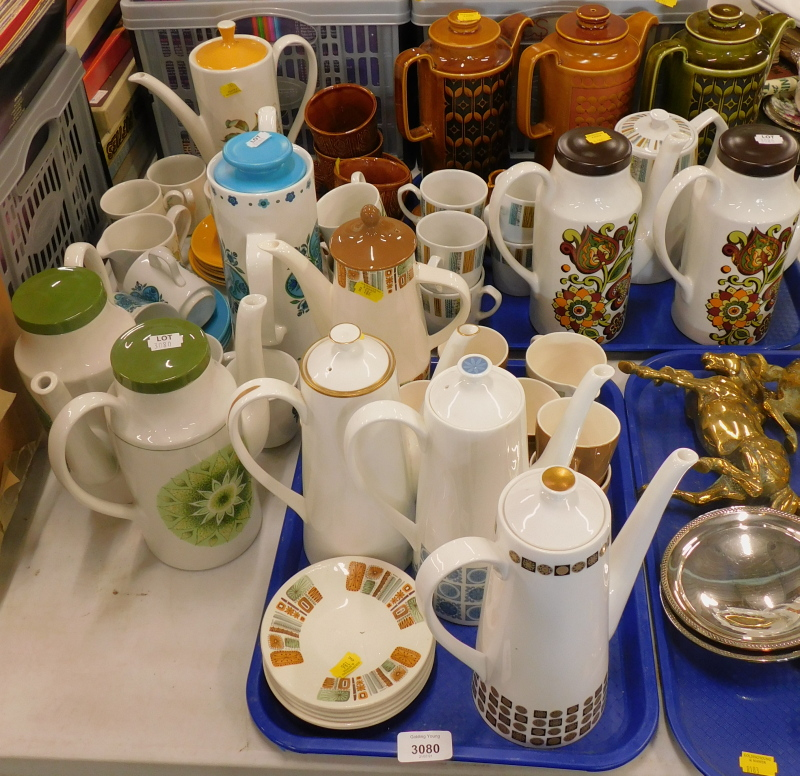 A quantity of retro tea and coffee wares, to include a Hornsea Royal Tuscan, English Ironstone Tania